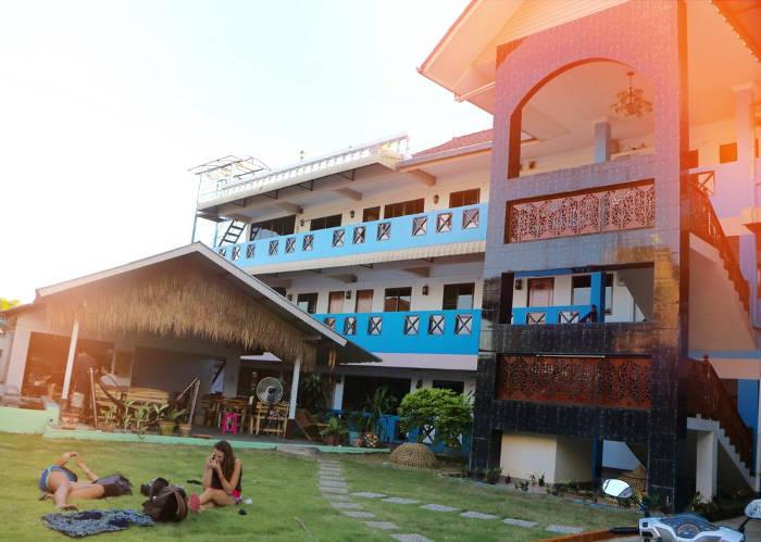 Foto van de voorkant van het Cloud hotel in Chiang Mai