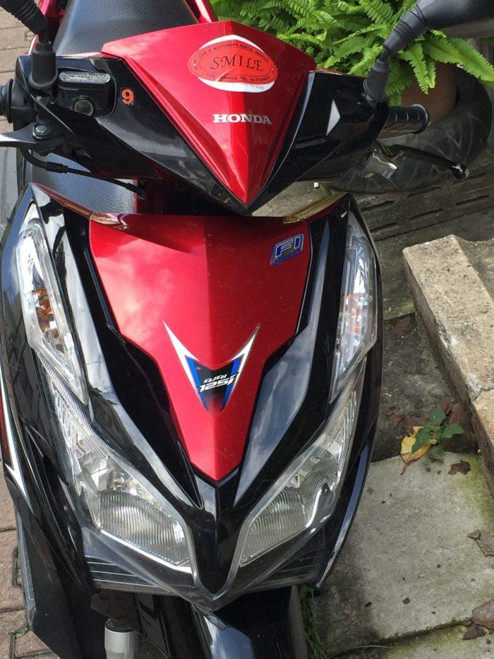 Een afbeelding van een gehuurde scooter in Thailand