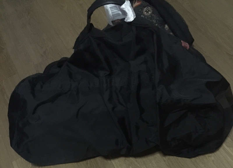 Een foto van een flightbag, een soort reishoes die je om jouw rugtas heen kan doen.