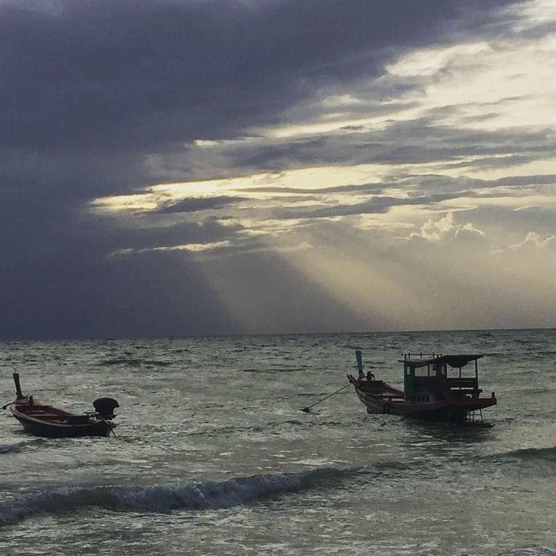 Een prachtige zonsondergang op het Thaise eiland Koh Tao