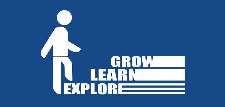 een afbeelding van een poppetje die de stappen van ontdekken,leren en groeien doorloopt