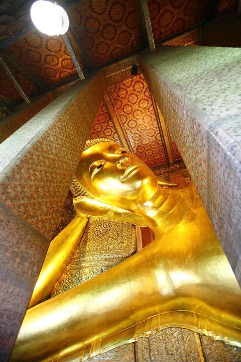 Afbeelding van een van Thailand's grootste boeddha beelden op het Wat Pho tempelcomplex