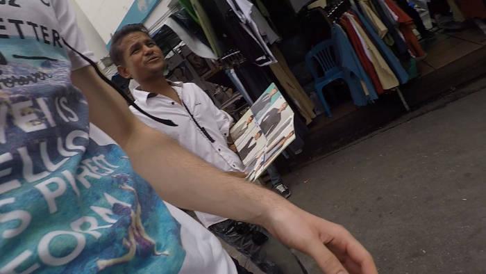 Afbeelding van een Indische pak verkoper op de Khao san Road
