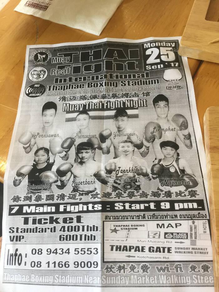 Afbeelding van een pamflet van diverse Muay Thai gevechten in Chiang Mai.