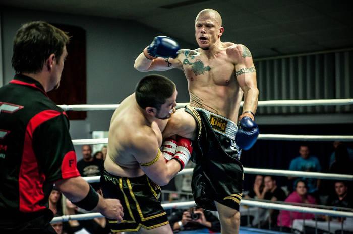 Afbeelding van een Muay Thai gevecht in Thailand.