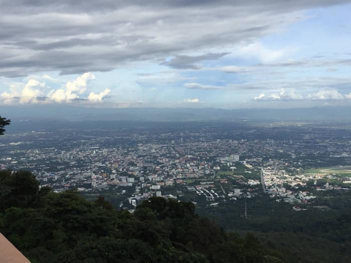 Uitzicht vanaf de Doi Suthep tempel in Chiang Mai, Thailand.