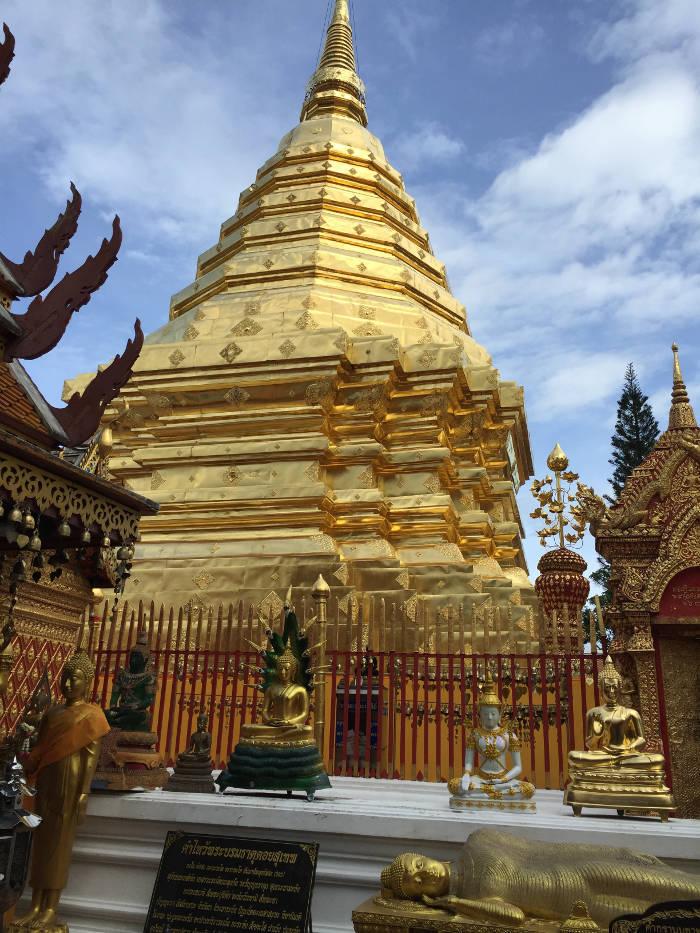 Afbeelding van de Wat Phrathat Doi Suthep tempel in Chiang Mai Thailand.