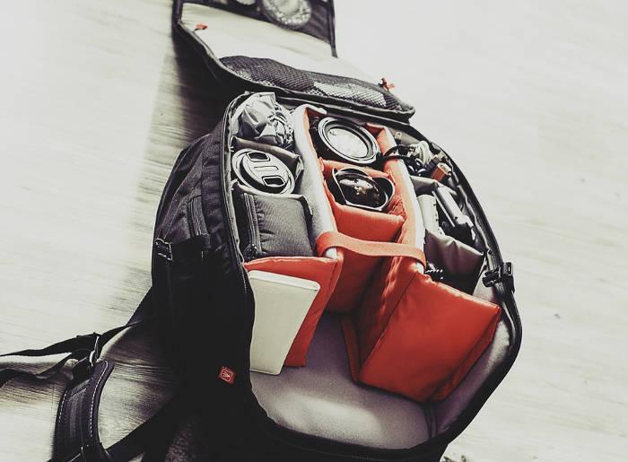 4717db332bf Een backpack inpakken is nog een hel stuk moeilijker dan het lijkt. Wat je  het