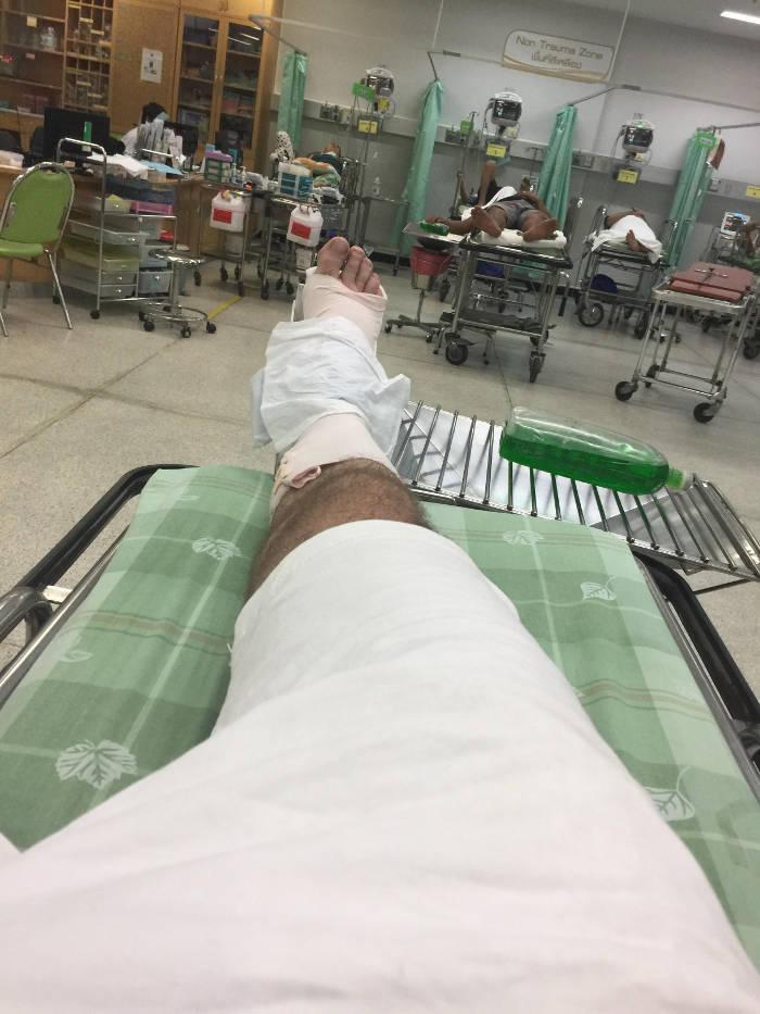 Een afbeelding van een EHBO post in een Thais ziekenhuis