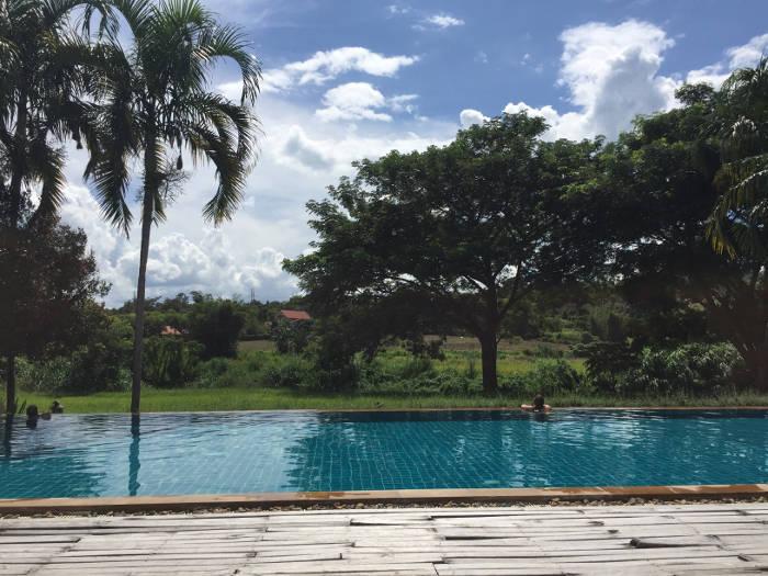 Afbeelding van het zwembad van het Pai hotsprings spa resort.