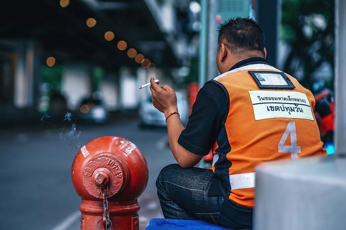 Foto van een motorbike chauffeur in Thailand