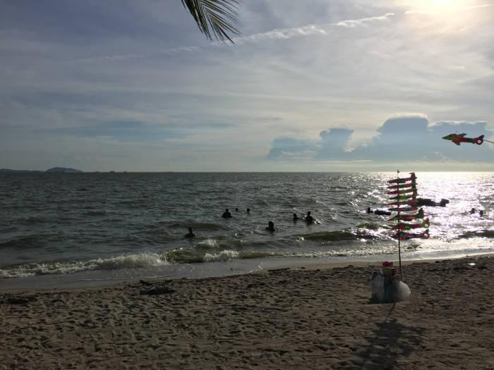 Afbeelding van het strand van Bangsaen.