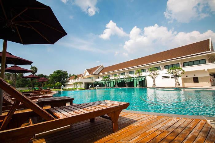 Afbeelding van het zwembad van het Bangsaen Heritage hotel.