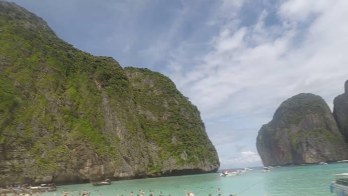 Afbeelding van de rotsen rondom Maya Bay.