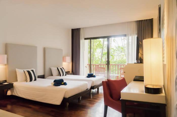 Afbeelding van een slaapkamer van The Tide resort.