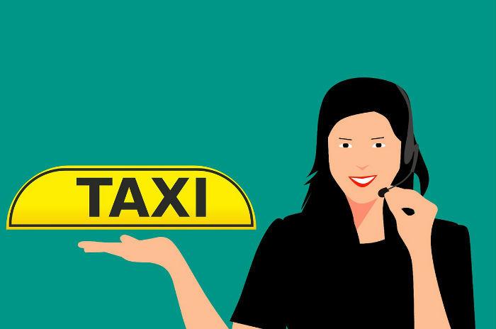Afbeelding van een getekende mevrouw die aan het telefoneren is en een bordje met taxi omhooghoudt.