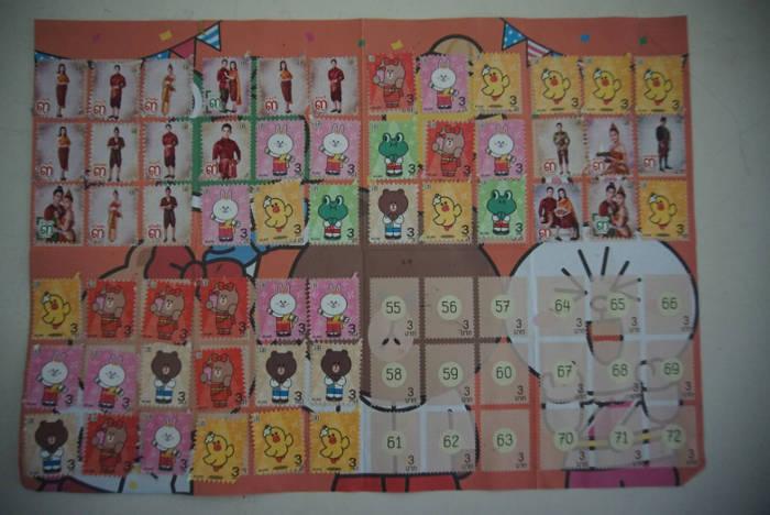 Een afbeelding van diverse 7-Eleven stempels opgeplakt in een spaarboekje.