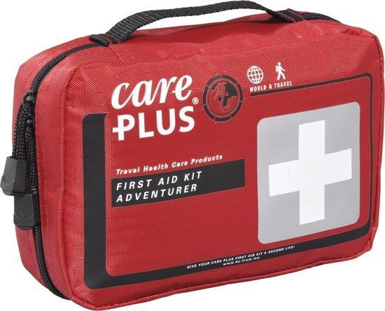 Afbeelding van een EHBO kit van het merk care plus die speciaal ontwikkeld is voor verre reizen en gebieden waar weinig medische voorzieningen zijn.