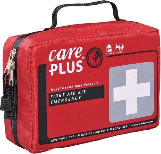 Foto van een EHBO kit van het merk care plus dat gebruikt kan worden voor noodgevallen.