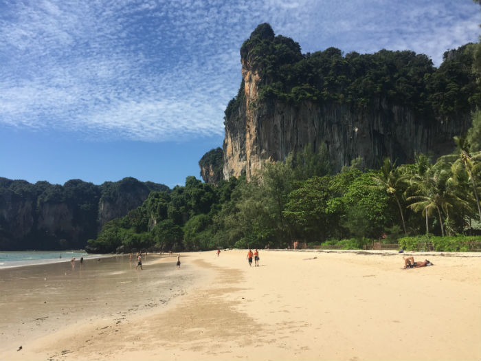 Afbeelding van het strand van Railay beach in Krabi, Thailand.