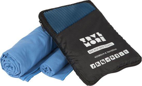 Afbeelding van een sneldrogende handdoek van het merk Travelmore met bijgeleverde hoes waarin deze eenvoudig opgeborgen kan worden.