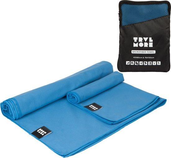 Afbeelding van een sneldrogende handdoek van het merk Travelmore in de kleur blauw.