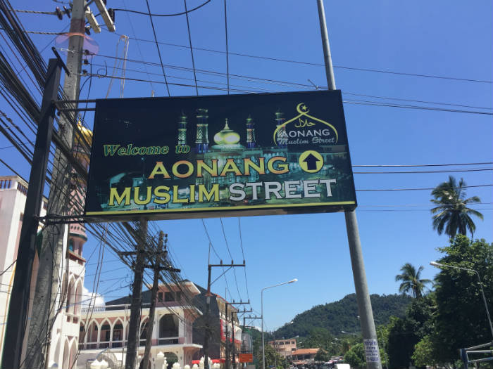 Foto van de moslim straat in Ao Nang Krabi.