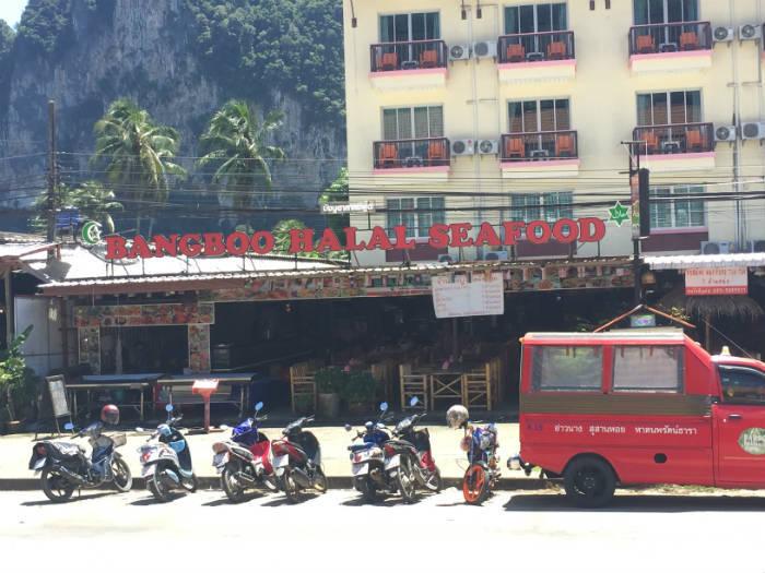Foto van een schaaldieren restaurant in Ao Nang waar halal eten te verkrijgen is.