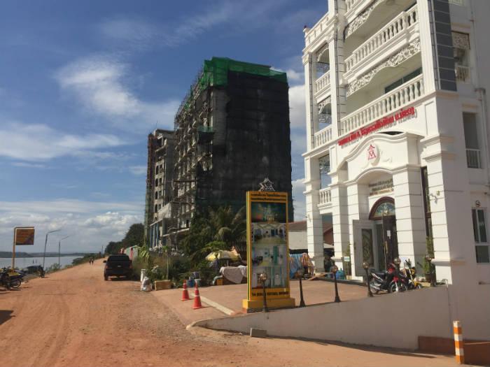 Foto van de bouw van een nieuwe hotel in Vientiane.