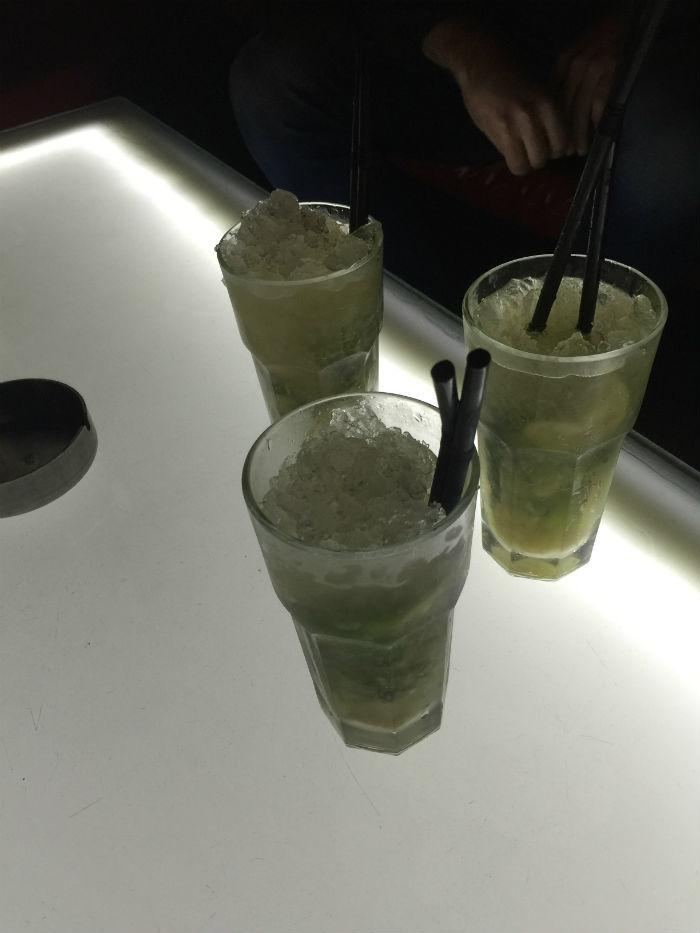Afbeelding van cocktails die bij Bar Rouge in Shanghai gedronken worden.
