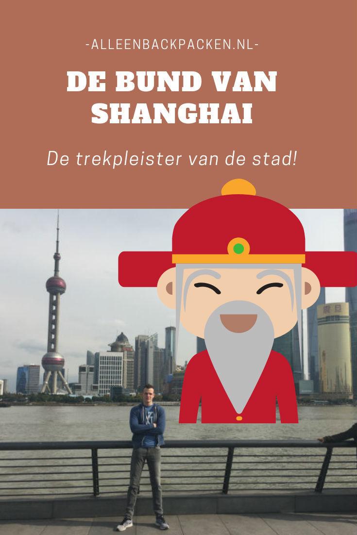 De Bund van Shanghai is de ware trekpleister van de stad. Het is een boulevard die het oude en nieuwe Shanghai samen brengt. Zo loop je langs koloniale gebouwen en heb je een mooi uitzicht op het Pudong district, wat in 1990 nog niets meer dan platteland was. De Bund is een van de bekendste plekken in de stad om naar de schitterende Skyline van Shanghai te komen kijken. absoluut het bezoeken waard dus! #BundShanghai #Bund #SkyLineShanghai #PudongDistrict #Shanghai