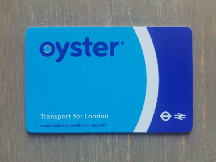 Foto van een openbaar vervoer kaart de zogenaamde Oyster Card waarmee je met het openbaar vervoer in Londen kan reizen.