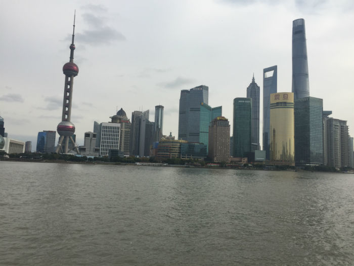 Foto van de zo bekende bund van Shanghai.