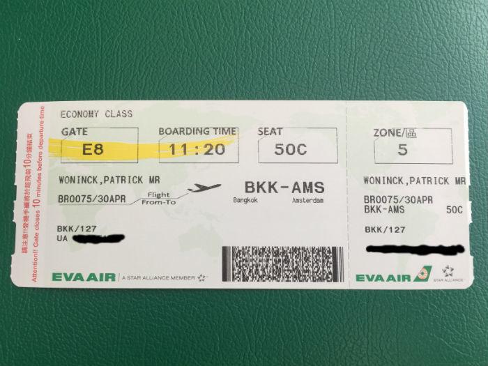 Een boarding pass van een vlucht van Bangkok naar Amsterdam.